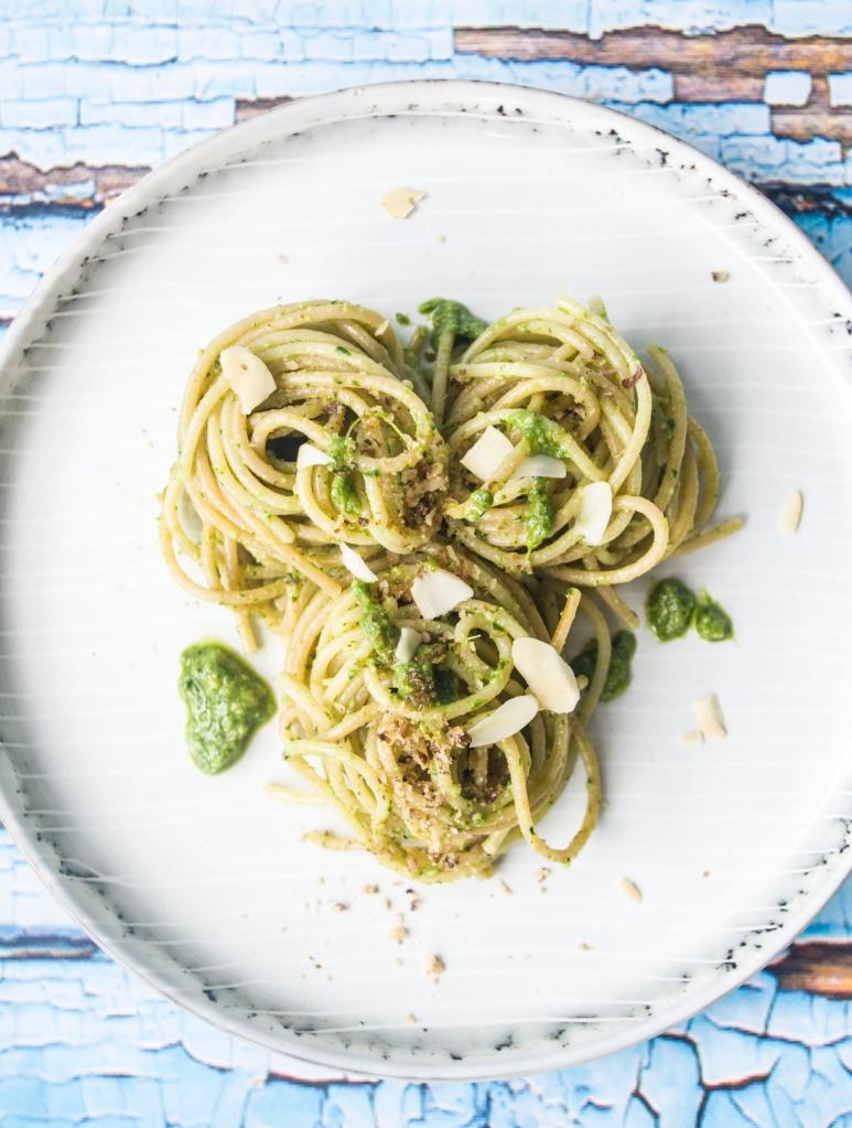 Spaghetti mit Radieschengrün-Pesto